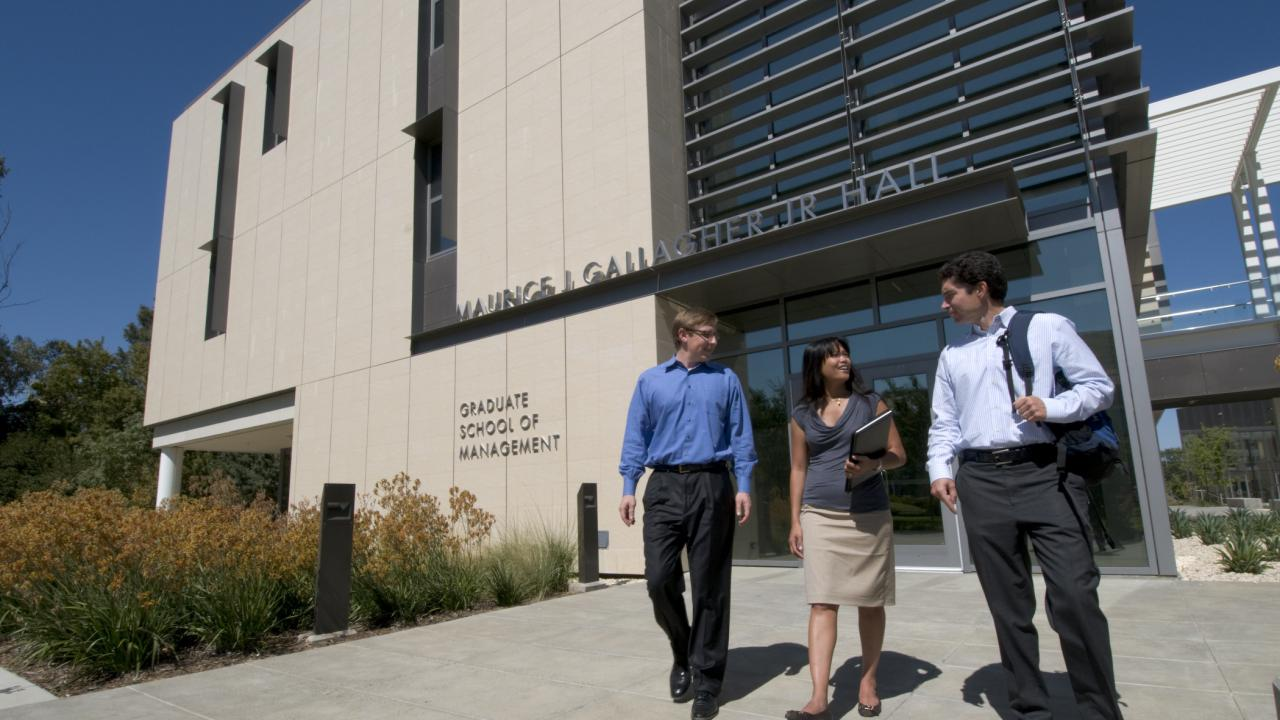 UC Davis is offering two summer business courses: its popular Foundations of Veterinary Business Program and the new National Veterinary Entrepreneurship Academy.