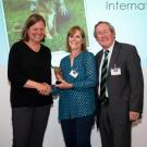 Dr. Bannasch (left) receives the International Canine Health Award.